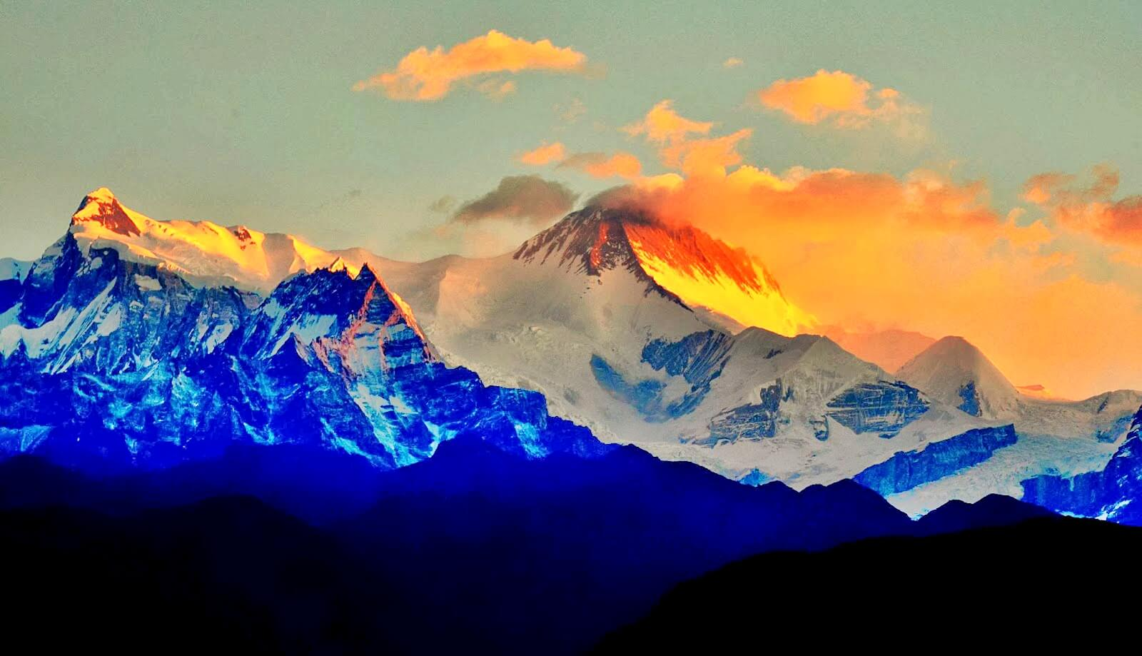 Sunrise view of Himalaya range Annapurna